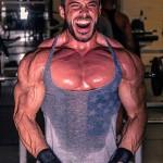 筋トレで男性が陥りやすい高重量トレーニングの失敗談